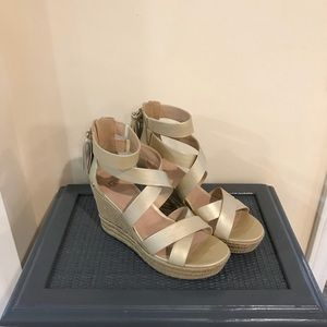 UGG Raquel wedge sz 9.5